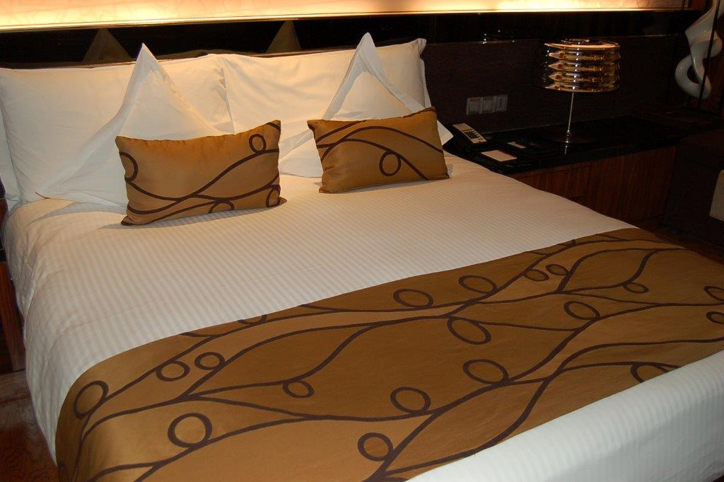 Hotel Linen Source, Queen Size Satin Bed Sheets