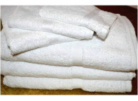 "22"" x 34"" 9.5 lb. Oxford Regale White Hotel Bath Mat"